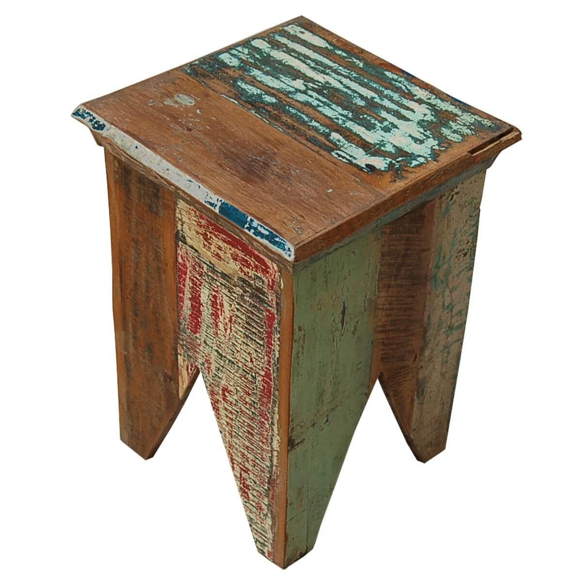 Hocker aus recyceltem Massivholz