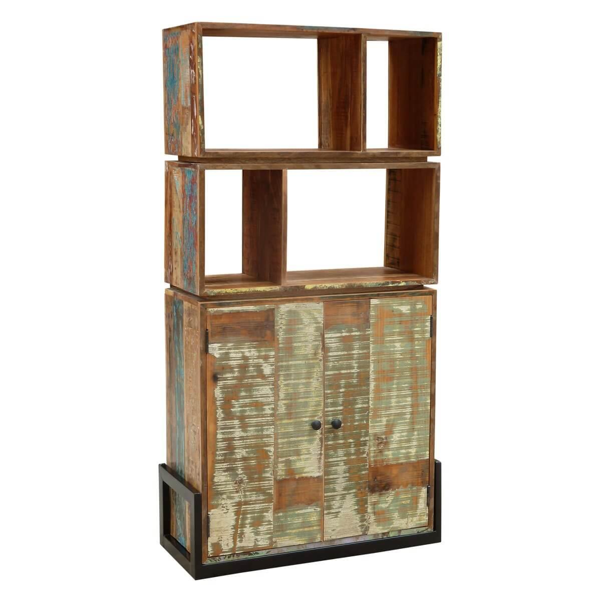 Regal aus recyceltem Massivholz und Eisen